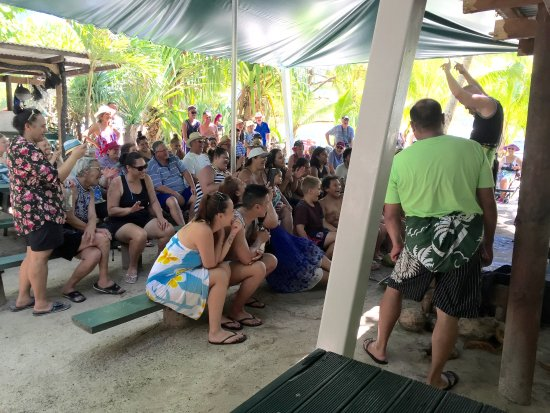 Muri, Islas Cook: The show