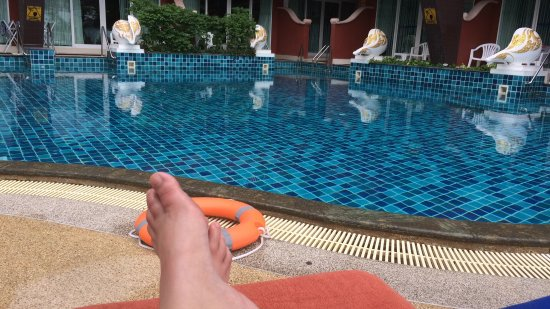 Blue Ocean Resort: The pool is lovely. Great temperature and plenty of space