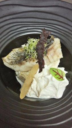 Cellettes, Γαλλία: Maigre rôti au sel fumé Halen Mon, risotto de coquillages, espuma de lard fumé