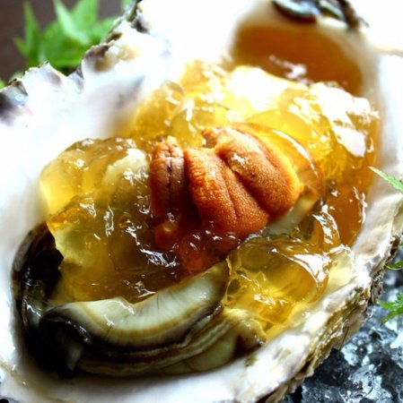 Kyotango, Japón: rock oyster with urchin