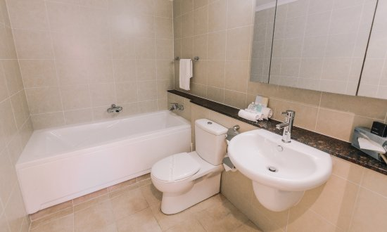some bathrooms have bathtubs - picture of newcastle central plaza