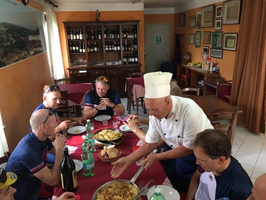 Seguret, Francja: There is a great story in all our dining choices