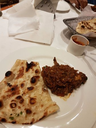 Crystal Restaurant: Bhuna Gosht and butter Naan