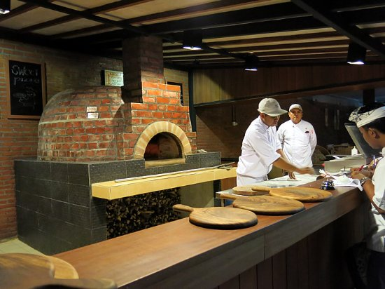 coco bistro sanur wood fired pizza oven