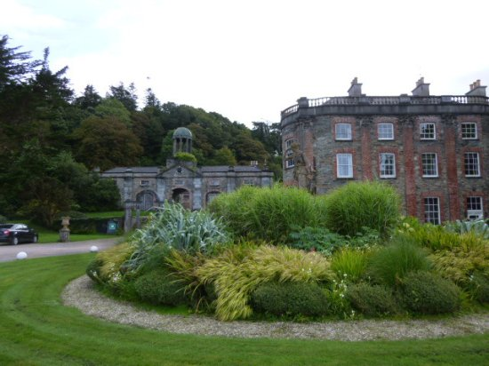 Bantry House & Garden: entrance to house