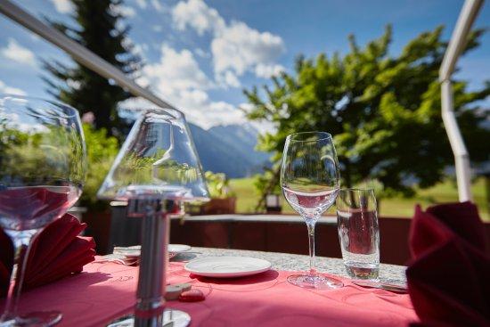 Alvaneu, Switzerland: Terrasse mit Blick in die Berge