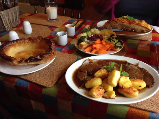 The Island Cafe: Totally amazing Sunday lunch! If your on Coll you must try it - yummy crackling on the pork bell