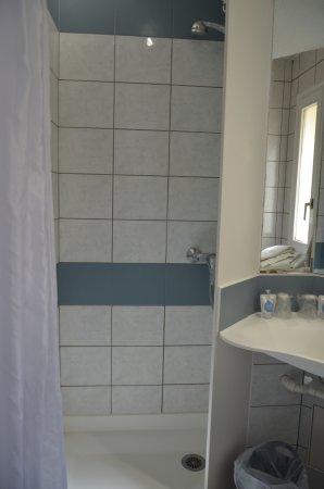 Kyriad Metz Centre: salle de bain