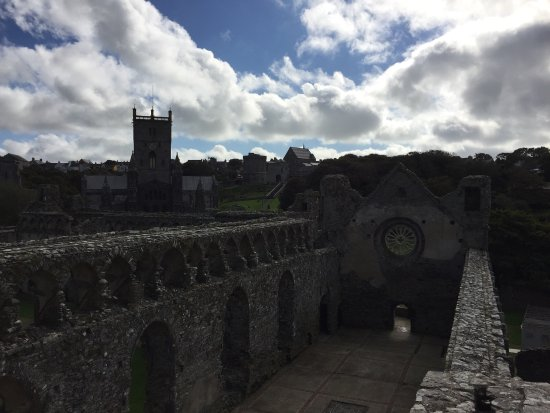 St. Davids, UK: Ruins and the cathedral