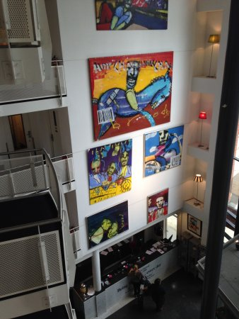 WestCord Art Hotel Amsterdam: Atrium and reception area