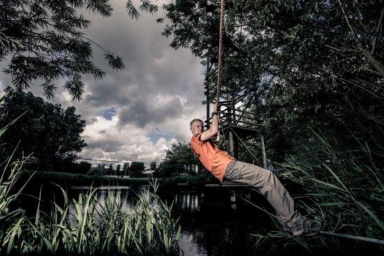 Zoetermeer, Holandia: Outdoor survival; haal jij droog de overkant?