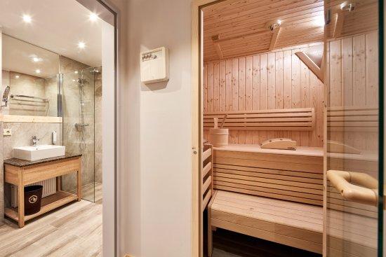 Alpenwohnen - Beispiel - Badezimmer mit Sauna - Bild von Das ...