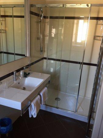 Hotel Sonya: Bathroom
