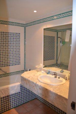 Marhaba Club Hotel : Ванная комната в корпусе Club
