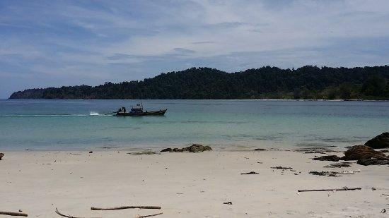 หมู่เกาะมะริด (เมองุย), พม่า: Looking at Lampi Island from Bo Cho Island
