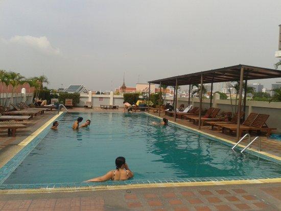 Rambuttri Village Inn & Plaza: Piscina sul tetto settore A