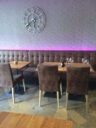 Poperinge, Belgien: Gezellig tafelen in een rustig decor