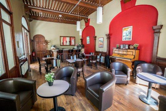 Menthon-Saint-Bernard, Prancis: Salon / bar