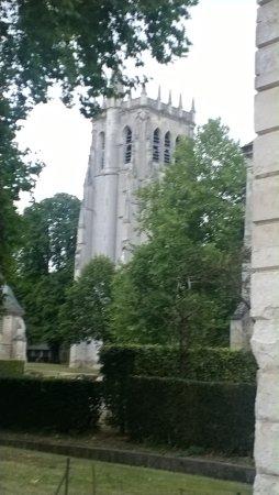 Le Bec-Hellouin, France : la tour