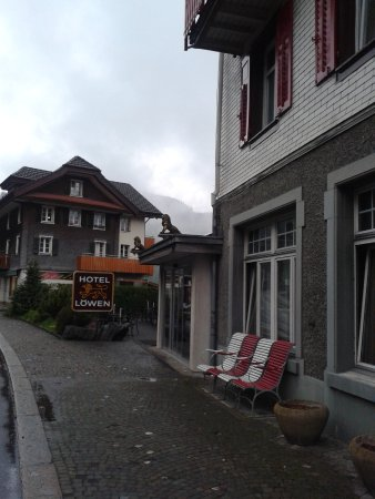 Hotel Lowen: Side view of the Hotel ..