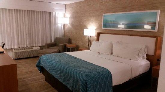 Holiday Inn Express Hotel & Suites Farmington: 20160916_185120_large.jpg