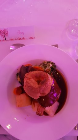 Bagshot, UK: Roast beef - delicious!