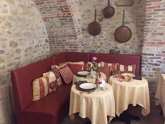 Sinio, Italia: Indoor breakfast area