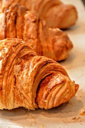 Halle, Бельгия: op donderdagmorgen en zaterdag, vers gebakken koffiekoeken bij de koffie