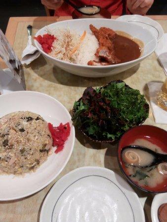 Sapporo Restaurant: Todo lo que pedimos. Quizá no parecen muy grandes las raciones en la foto, pero están muy bien.