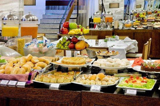 SIA Park Executive Hotel : Café da Manhã completo e variado