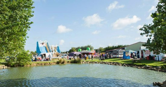Skipsea, UK: Skirlington Market viewed across our pond