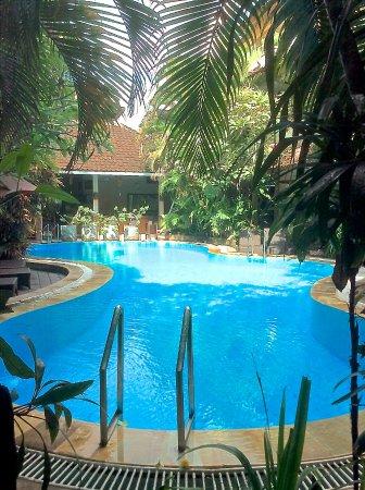 Secret Garden Inn: Crystal clear deep pool
