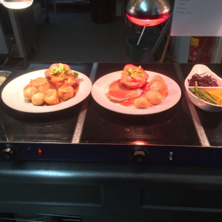 Aberdare, UK: New and all fresh Sunday lunch come and try chef chris