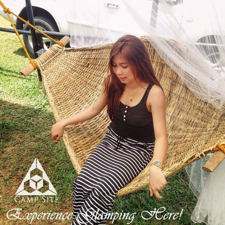 Cavinti, Filipinas: Chill-out at our rattan Hammocks at the BLOC Camp Site!