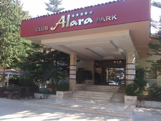 Alara Park & Residence Hotel: Вход в отель