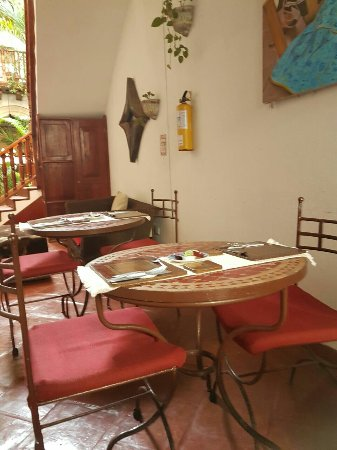 Hotel Casa del Curato: Desayuno vitrales de las habitaciones de planta baja y lobby