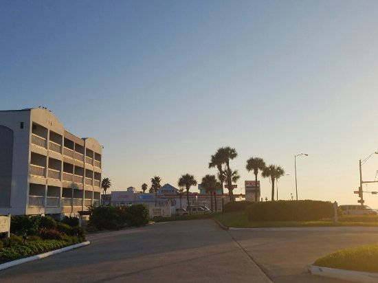 Casa Del Mar Beachfront Suites: Best place to live in love it !!!