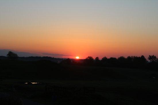 Hobro, Dinamarca: Sunrise seen from the dining room