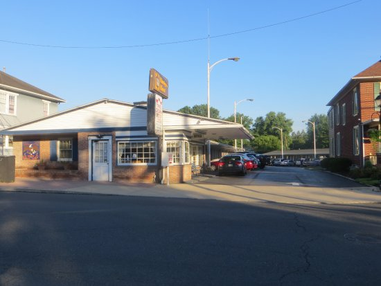 Budget Host Three Crowns Motor Lodge Picture