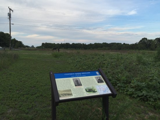 Appomattox, Вирджиния: At southern end of the park, looking north, where Custer's charged Walker's position.