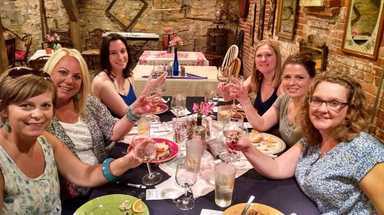 Excelsior Springs, MO: Bachelorette Party on Chamber Trolley Wine Tour