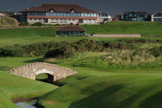 Cruden Bay (Port Erroll), UK: View from 6th over to the clubhouse