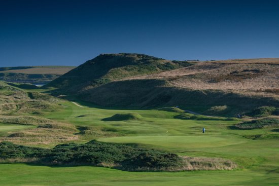 Cruden Bay (Port Erroll), UK: Looking back from the 17th green - humps in  middle of fairway