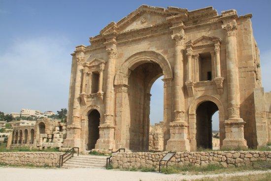 Руины Джараша: Hadrian Arch