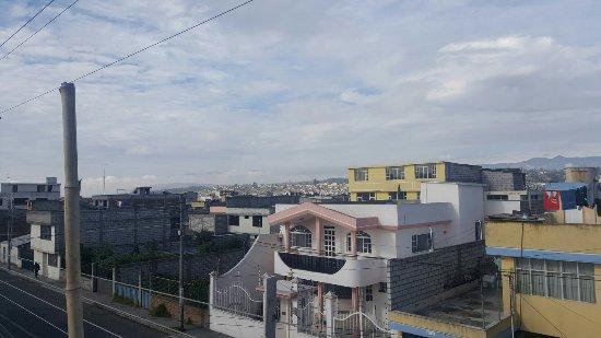 Latacunga, Ecuador: Se puede ver el volcan desde la terraza!! Nice