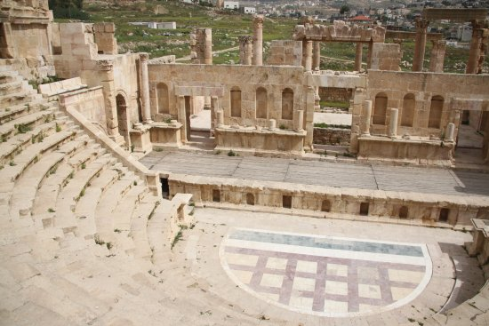 Jerash Harabeleri: North theatre