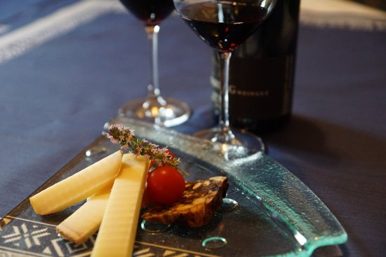Bad Ragaz, Svizzera: Käse und Wein, so soll es sein