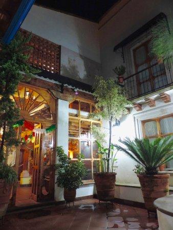 Hotel Pueblo Magico: Entrada al lobby.