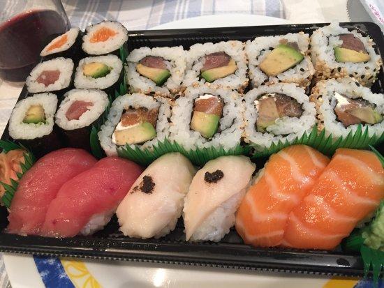 Bandeja cubista fotograf a de sushi artist bilbao tripadvisor - Bandejas para sushi ...