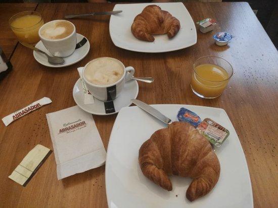 Hotel Anaco: Breakfast